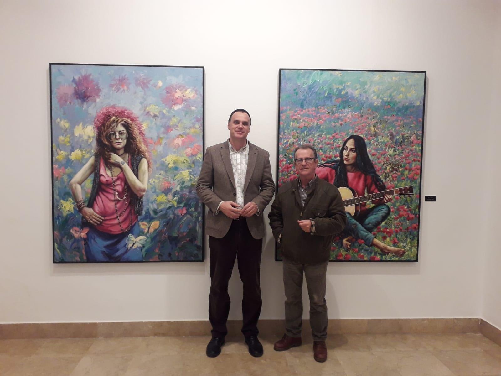 El Alcalde visita la exposición de Paco Moreno (3)